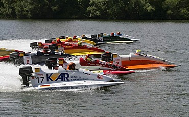 Motorboatrace starts at the moselle in Brodenbach, Rhineland-Palatinate, Germany starts.