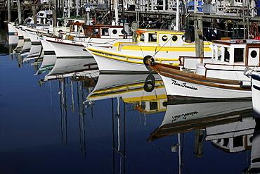 Fishing boats in Fisherman«s Wharf, San Francisco California USA