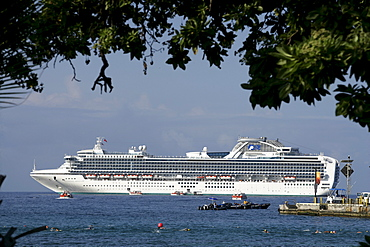 Cruise line at the coast of Big Island, Hawaii, USA