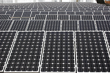 Solar energy panels on the roof of an industrial building, Wilhelmshaven, Lower Saxony, Germany, Europe