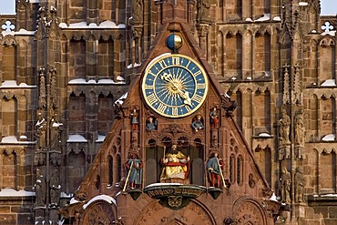 "The clock with the ""Maennleinlaufen"" of St.Mary¥s Church, central market Nuremberg, Bavaria, Germany"