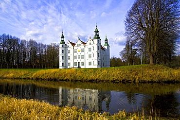 Moat surrounding Ahrensburg Castle, Ahrensburg, Schleswig-Holstein, Germany, Europe