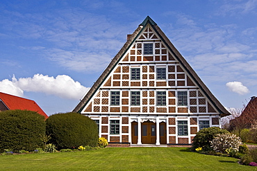 Historic timber-framed house with thatched roof, old farmhouse, Jork, Altes Land area, fruit cultivation, Lower Saxony, Germany, Europe