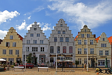 Historic houses at the market square of Friedrichsstadt, crow-stepped gable houses, Dutch stores, Friedrichstadt, Northern Frisia, Schleswig-Holstein, Germany, Europe