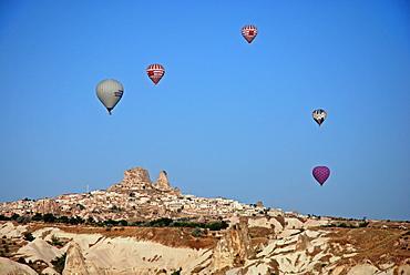Hot-air ballon, Uchisar, Cappadocia, Turkey