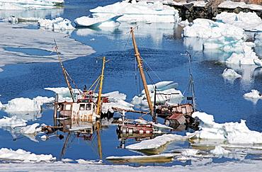 Ship-graveyard, Disko Bay, Ilulissat, Greenland, Danmark