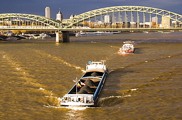 Rhine and Hohenzollern bridge, Cologne, North Rhine-Westphalia, Germany
