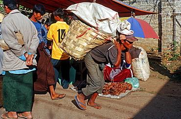Day labourer, Kalaw, Burma, Asia