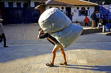 Day labourer, hard labour in Kathmandu, Nepal, Asia