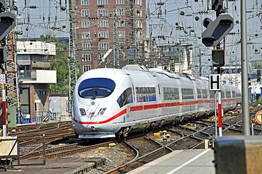 ICE 3 train, Cologne, North Rhine-Westphalia, Germany, Europe