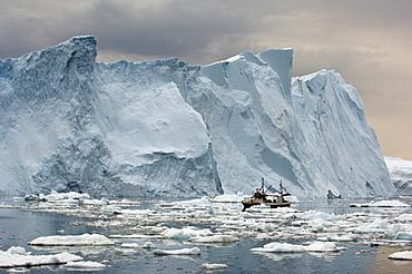 Icebergs, polar night, Disco Bay near Ilulissat, Western Greenland