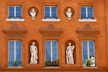 Facades in the old part of town, Toulouse, Midi-Pyrenees, Haut-Garonne, France