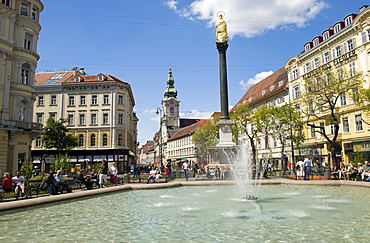 Square by the Eisernen Tor, Mariensaeule, Franziskanerkirche Church, Herrengasse at back, Graz, Styria, Austria, Europe