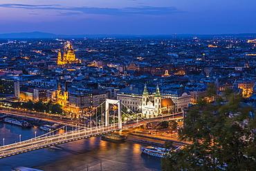 View from the Citadel to Budapest, Pest, Elisabeth Bridge, dusk, Budapest, Hungary, Europe