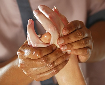 Hand massage, Ayurveda, spa, Oberoi Luxury Hotel, Mauritius, Indian Ocean