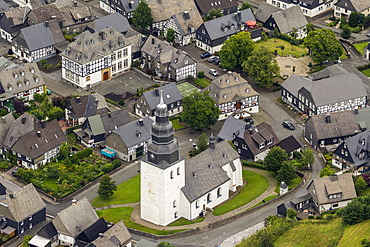 Aerial view, market square of Eversberg with the church, the town hall and the Markes Haus building, Meschede, Sauerland region, Maerkischer Kreis district, North Rhine-Westphalia, Germany, Europe