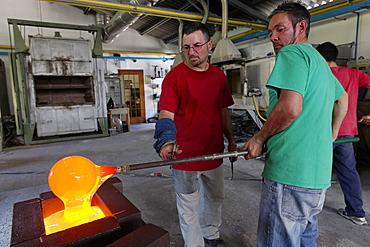 Giancarlo Signoretto and Mario Pancera, Pino Signoretto famous glass factory, Murano, Venice, UNESCO World Heritage Site, Venetia, Italy, Europe