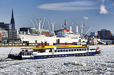 Passenger ship in the winter port of Hamburg, Hamburg, Germany, Europe