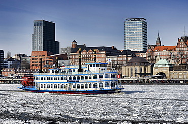 MS Louisiana Star, paddle wheel steamer, in the wintry Port of Hamburg, Hamburg, Germany, Europe