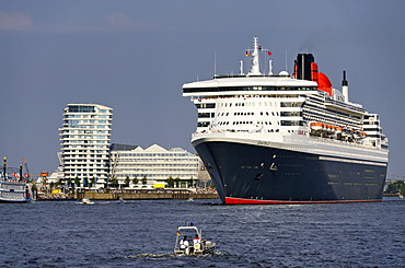 Cruise ship Queen Mary 2 in the harbour, Hamburg, Germany, Europe