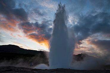 Strokkur Geyser, Haukadalur Valley, Golden Circle, Su√∞urland, Sudurland, Southern Iceland, Iceland, Europe