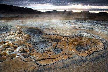 Solfataras, fumaroles, mud pools, sulfur and other minerals, steam, Hveraroend geothermal area, N√°mafjall mountains, M√Ωvatn area, Nor√∞urland eystra, the north-east region, Iceland, Europe