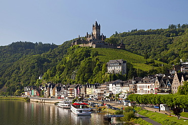 Town view with Moselle river and Reichsburg Imperial Castle, Cochem, Moselle, Rhineland-Palatinate, Germany, Europe, PublicGround