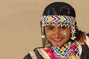 Portrait of a young Indian girl on the sand dunes at Sam, Thar Desert, Rajasthan, North India, Asia