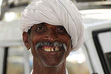 Indian man, portrait, Udaipur, Rajasthan, North India, Asia