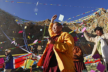Tibetan pilgrims throwing prayer notes into the air, ceremony at Namtso Lake, Heavenly Lake, Tibetan, China, Asia