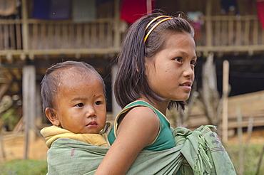 Children of the Adi Gallo tribe taking care of each other, Kombo, Arunachal Pradesh, India, Asia