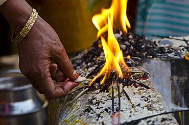 Rituals being performed at the ghats of Varanasi, Uttar Pradesh, India, Asia