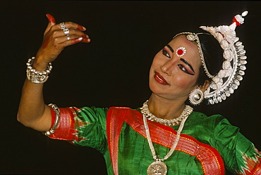 Dancer at the annual dance festival for traditional dances of India, Khajuraho, Khajuraho, Madhya Pradesh, India, Asia