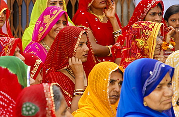 Gathering of Rhajasthani women wearing colourful saris, Udaipur, Rajasthan, India, Asia