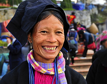 Woman from the Black Hmong ethnic minority group at the market of Sapa or Sa Pa, northern Vietnam, Vietnam, Asia