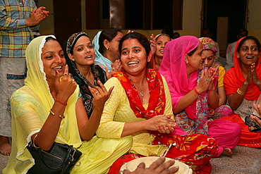 Women, group picture during a wedding, Sufi shrine, Bareilly, Uttar Pradesh, India, Asia