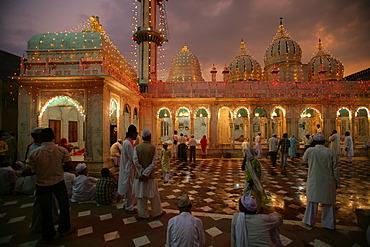 Wedding at a Sufi shrine, Bareilly, Uttar Pradesh, India, Asia