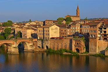 Albi, River Tarn, Old Bridge, Tarn, Midi-Pyrenees, France, Europe