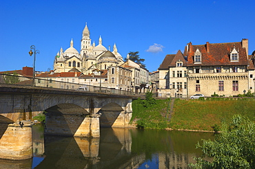 Saint Front Cathedral, World Heritage Site of the Routes of Santiago de Compostela in France, Isle River, Perigueux, Perigord Blanc, Dordogne, Aquitaine, France, Europe