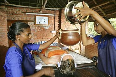 Shirodhara, gently pouring oils over the forehead (the \'third eye\'), Somatheeram Ayurveda Resort, traditional Ayurvedic medicine spa resort in Trivandrum, Kerala, India, Asia