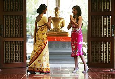 LKA, Sri Lanka : Siddhalepa Ayurveda Resort, wellcome of a hotel guest in the lobby.