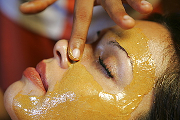 LKA, Sri Lanka : Siddhalepa Ayurveda Resort, facial mask, massage.