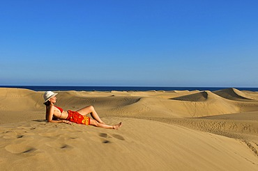 Woman in front of sand dunes of Maspalomas, Gran Canaria, Canary Islands, Spain