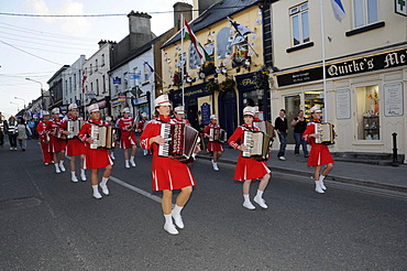 Marching band, procession at the Fleadh Cheoil na hÉireann, Festival of Music in Ireland, Tullamore, County Offaly, Midlands, Ireland, Europe