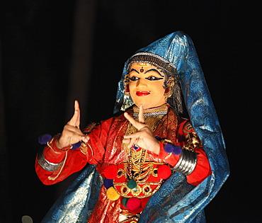 Kathakali dance, Minukku character, Kerala, southern India, Asia