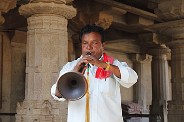 Nadaswaram musician, Jain temple on Vindhyagiri Hill, Shravanabelagola, Karnataka, South India, India, South Asia, Asia