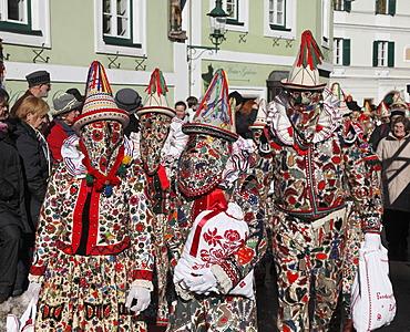 People wearing Flinserl costumes, spring figures of the Ausseer carnival, Carnival in Bad Aussee, Ausseerland, Salzkammergut, Styria, Austria, Europe, PublicGround