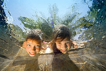 Children are diving in a swimming-pool