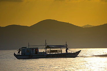 Banka, a traditional Filipino outrigger boat, anchored off the beach in the evening light, Busuanga, Philippines, Asia