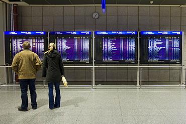Passengers in front of flight info display screens, Terminal 2, Frankfurt Airport, Frankfurt, Hesse, Germany, Europe